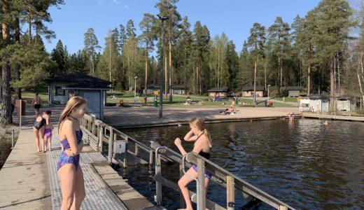 フィンランドでサウナに入って湖に飛び込むアレを体験。